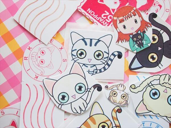 猫たっぷり38点のシールセットを無料ダウンロードできます。郵便スタンプ、切手風もあり