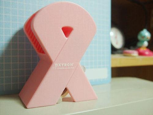 ピンク色のリボン型XYRON