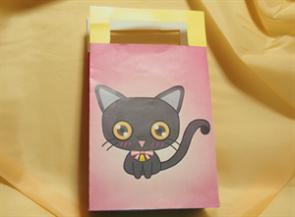 ワインレッドの黒猫の小袋